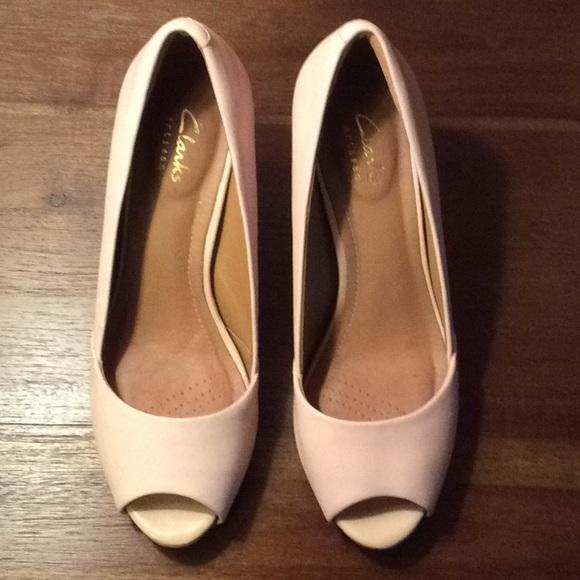 de2fd986752 Clarks Shoes - Clarks Artisan nude peep toe pumps 6 1 2 EUC